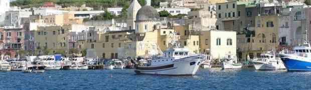 Visitare Ischia: cosa fare sull'isola e come spostarsi in traghetto