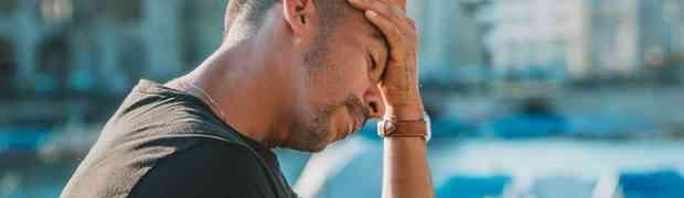 Mal di testa dopo corsa: cause, come evitarlo e consigli per risolvere