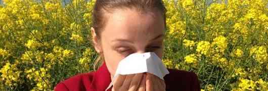 Mal di testa da allergia: c'è davvero una correlazione? Come rimediare?